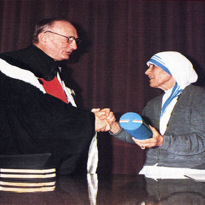 Laurea ad honoris causa in Medicina a Madre Teresa di Calcutta, Roma 1981